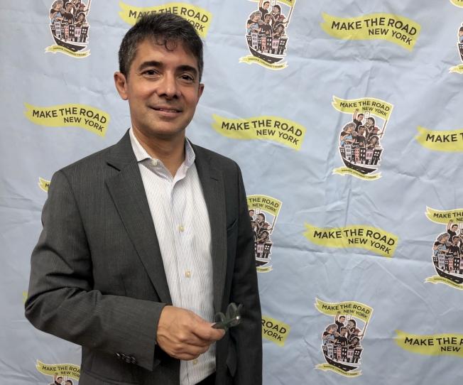 Jose Bayona希望把投票改革的最新信息傳遞給移民社區。(記者朱蕾/攝影)