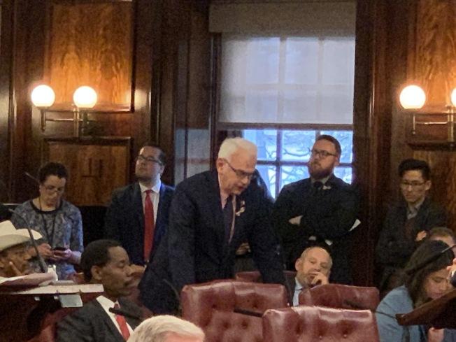 霍登(發言者)表示,市府和市議會從未將重修雷克島監獄、改造其暴力文化做為一個選項。(記者和釗宇/攝影)