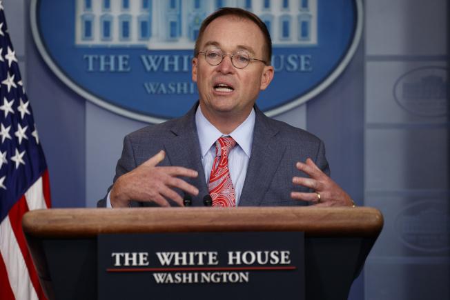 白宮代理幕僚長穆瓦尼17日在白宮對媒體表示,川普總統曾指示要烏克蘭調查有關民主黨全國委員會電腦伺服器遭駭的事,沒有指示要調查白登,而此事並無不妥。(美聯社)