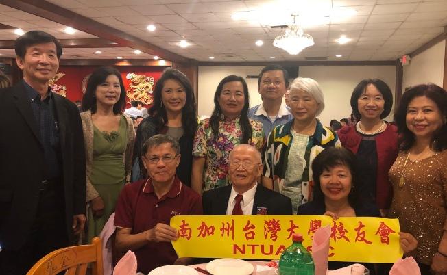 台大校友會號召校友返台參加11月15日的台大校慶。(記者胡清揚╱攝影)