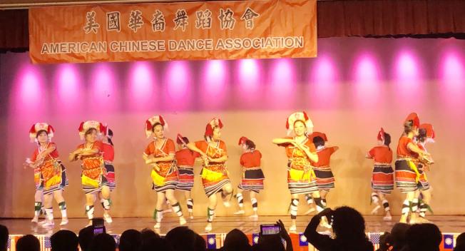 美國華裔舞蹈協會日前舉辦雙十國慶舞展,主題豐富的舞蹈獲得滿堂采。(記者王若然╱攝影)