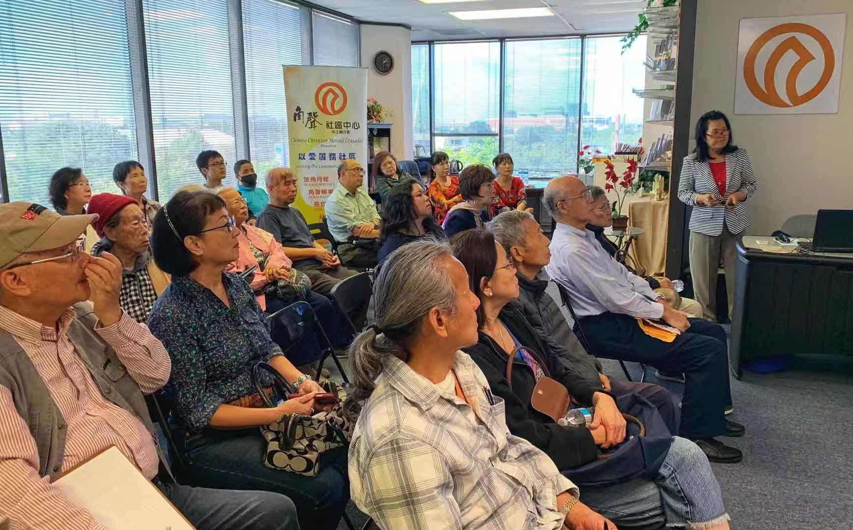 角聲社區中心邀請曾惠蘭女士為民眾解答保險問題。(圖,曾惠蘭提供)