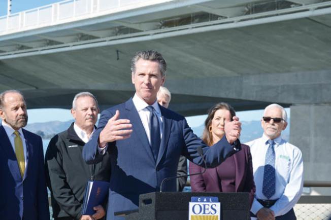 州長紐森宣布,全國首個州級範圍內的地震預警系統啟用。(記者劉先進/攝影)