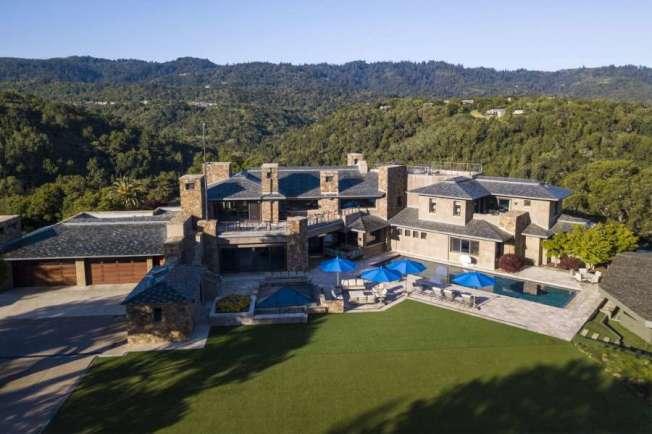 這棟位於矽谷Portola Valley的豪宅去年底掛牌出售,開價9680萬元,現在大削價,只要5480萬,等於減少了4200萬。(圖:房地產公司提供)