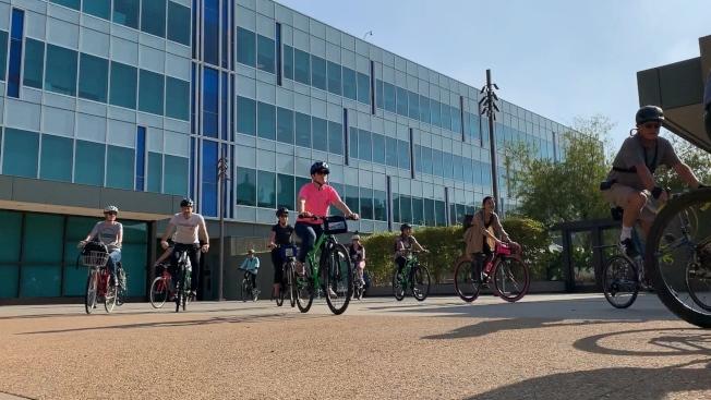 加州自行車峰會倡導民衆騎自行車環保出行 。  (記者王子銘/攝影)