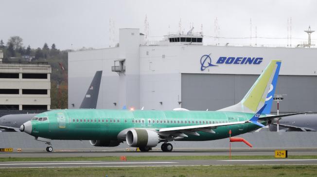 波音公司的一名機師2016年在模擬試飛中,曾向另一名機師說明他感覺到波音737 MAX飛機的操縱特性增強系統(MCAS)存在問題。圖為波音正為一家西班牙航空公司建造的737 MAX飛機。(美聯社)
