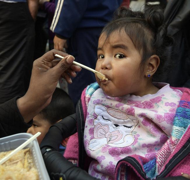 17日公布的一項調查顯示,許多嬰兒食品可能含有微量有毒重金屬,其中又以果汁、米製品風險最高。(Getty Images)