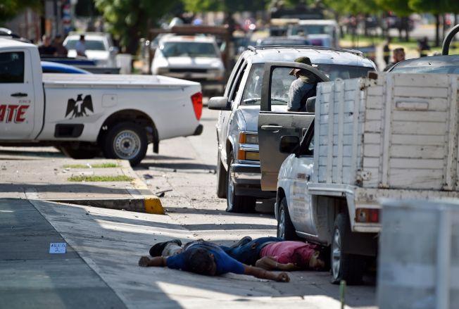 圖為販毒集團槍手被政府軍擊斃。(美聯社)