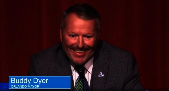 已任職16年,尋求連任的現任市長戴爾(Buddy Dyer),自喻為最快樂的市長,希望繼續帶領市民追求進步和團結。(截自視頻)
