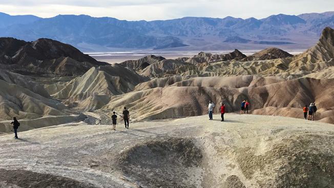 死亡谷國家公園慶25周年,11月2日免費入園。(死亡谷Zabriskie Point網照)
