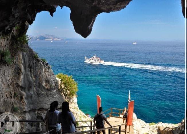位於義大利薩丁尼亞島的小鎮包內伊,擁有絕美的海灘與蔚藍海岸。(取材自Comune di Baunei - Santa Maria Navarrese臉書)