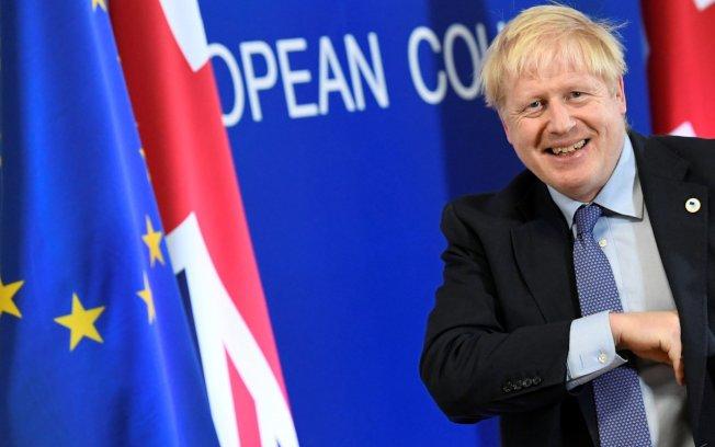 英國政府將於21日提出新版脫歐協議通過所需的相關法案,首相強生也會致函歐盟要求延遲脫歐期限。 路透社