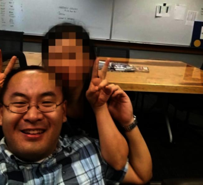 海軍上尉楊帆(左)涉嫌非法走私槍枝、船隻與提供虛假證詞給長官被執法人員逮捕,並移送法辦(News 4 Jax視頻截圖)