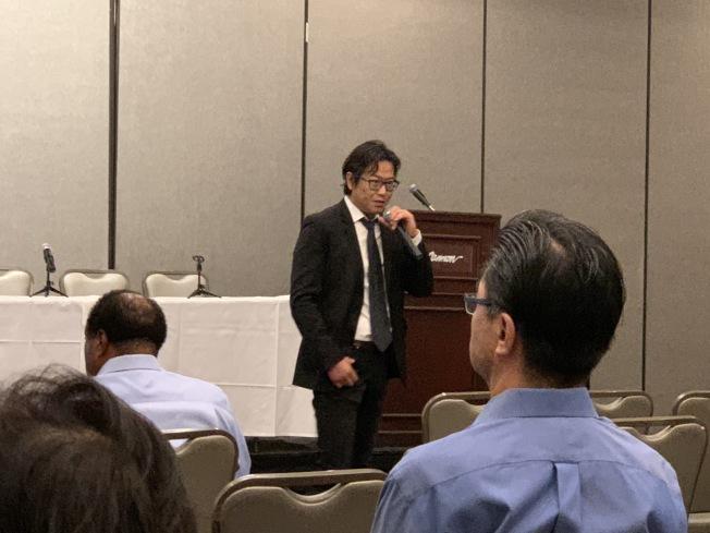 專家發表電子商務經營演講。(記者王子銘╱攝影)