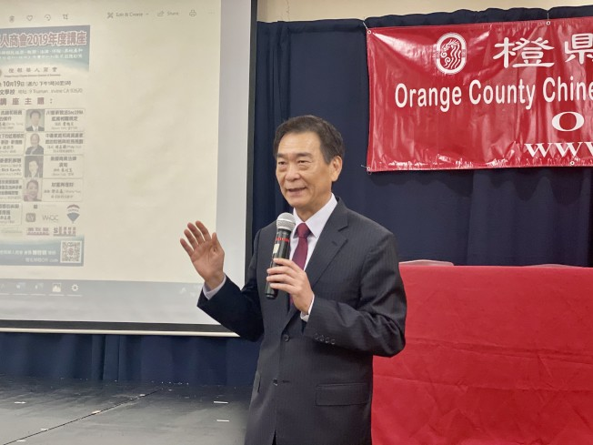 橙縣華僑文教服務中心主任蔣翼鵬致辭。(記者尚穎/攝影)