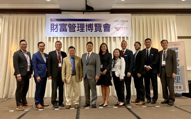 第六屆「2019財富管理博覽會」在法拉盛喜來登酒店舉辦;左三起為劉其筠、顧雅明、陳永杰與郭璐等。(記者牟蘭/攝影)