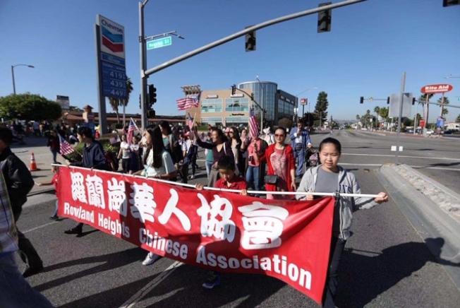 羅蘭崗華人協會參加馬車節大遊行。(記者楊青/攝影)