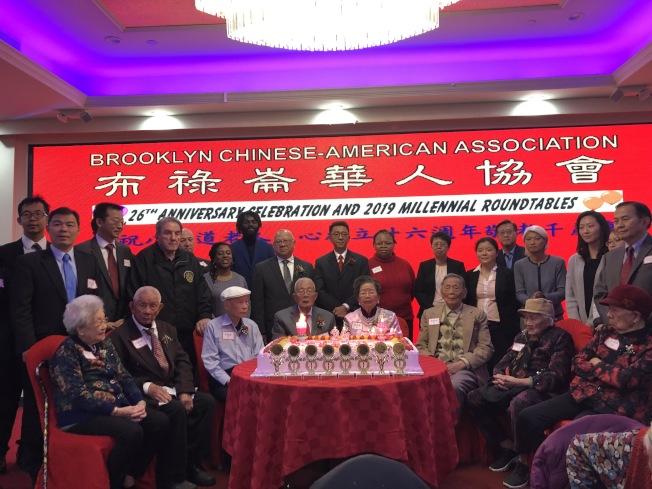華協會18日舉辦8大道老人中心成立26周年慶和敬老千歲宴。(記者顏潔恩/攝影)