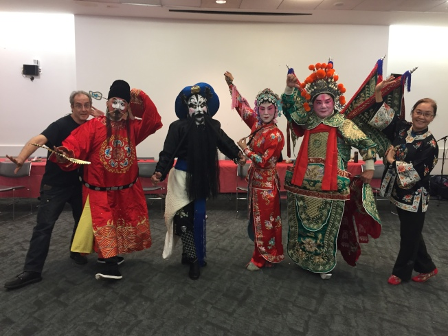 紐約美華劇坊19日邀四資深演員展示「生、旦、淨、丑」京劇角色,右一為馮光宇。(本報記者/攝影)