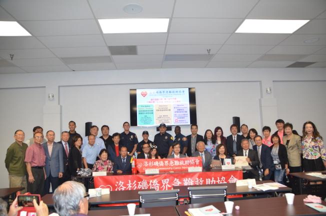 洛杉磯僑界急難救助協會舉辦「守護家園一生幸福 居家旅行安全講座」,普及居家環境保全及防火保全,介紹居家旅遊保險及健康衛生及打預防針。(記者王全秀子/攝影)
