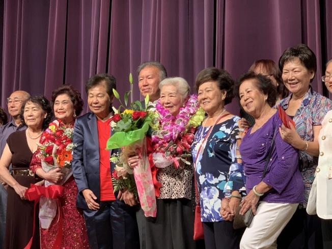 凱旋音樂社成立42周年慶合照。(記者王子銘/攝影)