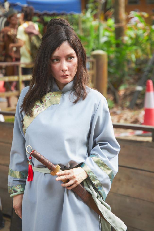 何超儀飾演霸氣女軍閥領袖。(圖:852 Films Ltd提供)