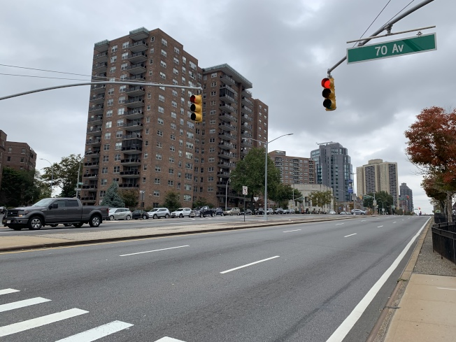 皇后大道鋪設單車道工程共分四期,但黃石大道至聯合大道間的第四期工程已延宕500多天。(本報記者/攝影)