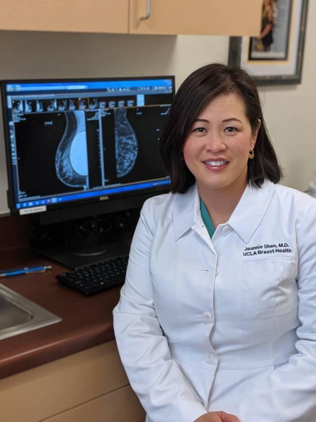 沈寶齡 (Jeannie Shen)醫師推薦「3D 乳房X光攝像」技術,能降低誤判、增加診斷準確率。(記者蕭永群/攝影)