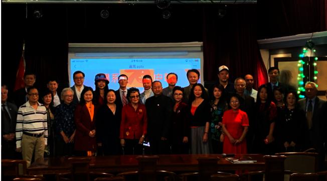 情繫中華-慶祝中華人民共和國70華誕華裔藝術家作品集展覽藝術家合影。(記者張越/攝影)