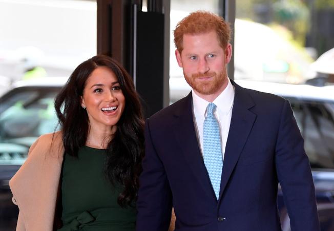 英國的哈利王子在20日播出的紀錄片中受訪,首度承認和兄長威廉王子之間的緊張關係,說他們走在「不同的道路」上。(路透)