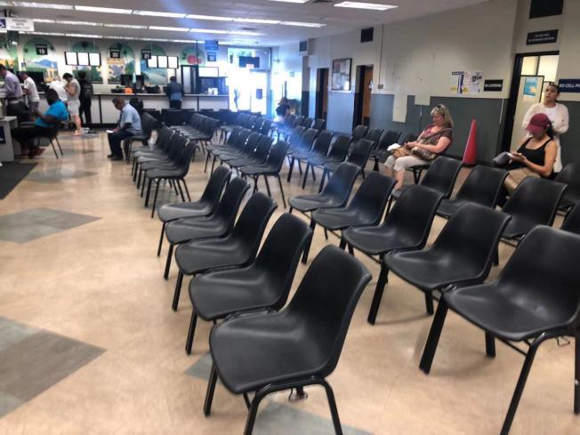 下午1時,巴沙迪那DMV竟然很空。(讀者提供)
