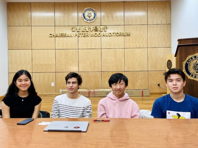 「華埠英語掃盲項目」即將開課,歡迎參加,左起:任英英、馬克思、鄭志歸、納克思。(記者鄭怡嫣 / 攝影)