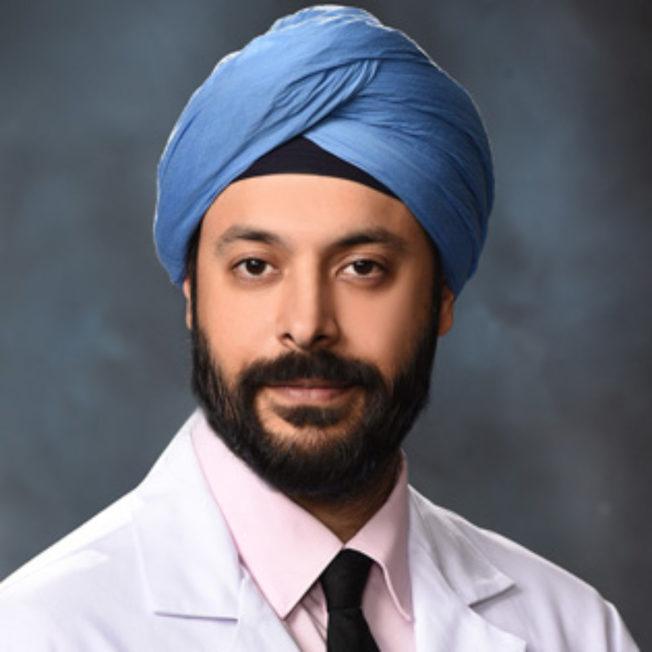 加州神經科學研究所的神經科醫師梭西,有五種護腦習慣。(加州神經科學研究所官網)