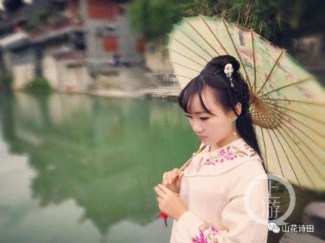 湖南一名鄉村女教師發文批評形式主義檢查後,近日傳出外出行程都要向領導匯報、課程減半。(取材自微信)