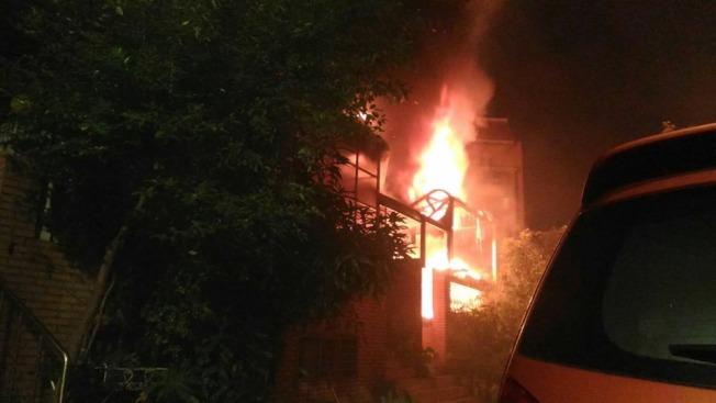 新北巿鶯歌區德昌二街21日凌晨發生火警。(圖:新北消防局提供)
