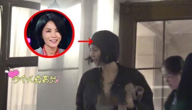 王菲被拍到深夜從李亞鵬住所中步出。(取材自微博)