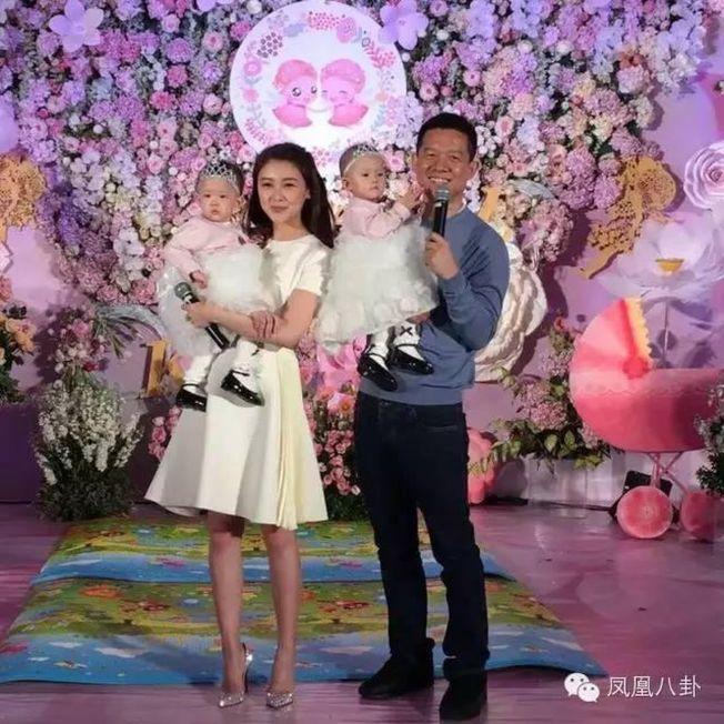 樂視」集團創始人賈躍亭(右)傳出與妻子甘薇(左)已申請離婚。(取材自微信)