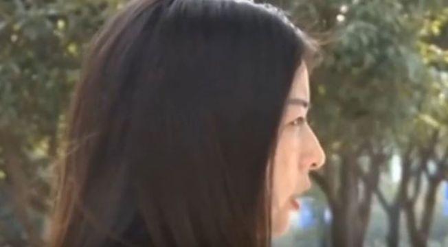 楊小姐說,吃下四根朝天椒昏倒送醫後,主管還她踢出了工作群。(視頻截圖)