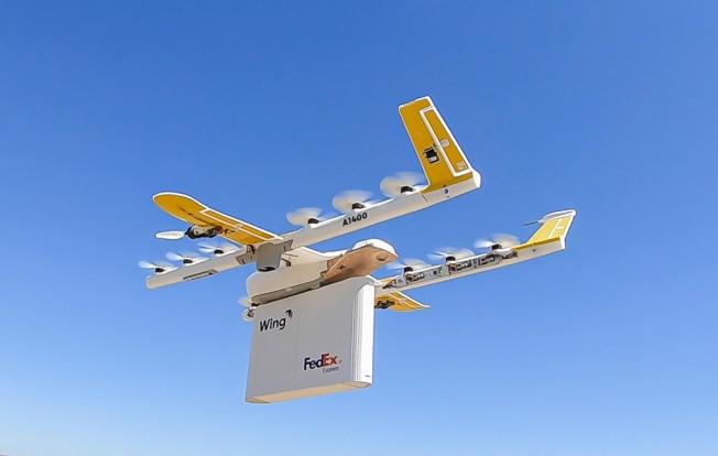 無人機子公司Wing在維州送出第一趟貨物,是全美第一家使用無人機送貨的公司。(Getty Images)