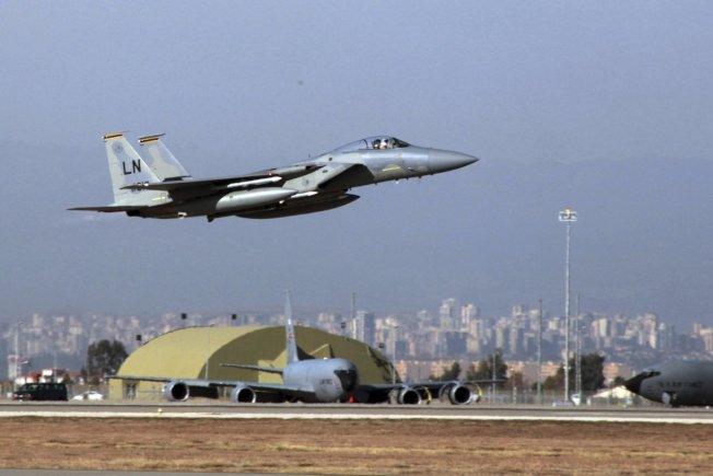 在這張攝於2015年的檔案照中,一架美國空軍F-15戰機從土耳其因吉利克空軍基地起飛。美聯社