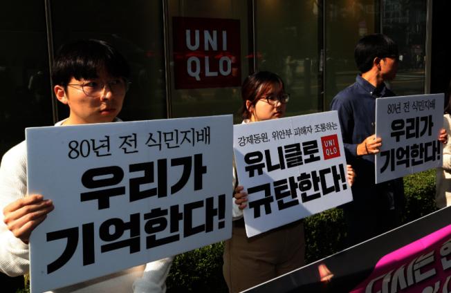 日本快時尚品牌Uniqlo(優衣庫)新廣告以98歲白人時尚指標人物為主角,在南韓播出時卻被控洗白日本殖民史;Uniqlo今天表示,將撤下廣告,不會再在南韓播出。 圖╱GettyImages