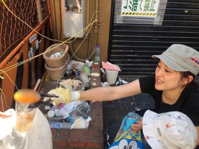 春水堂在日本發起活動,號召珍奶愛好者上街收集民眾喝完珍奶亂丟的塑膠杯。圖/擷自網路
