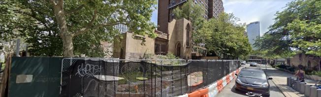 華策會老人公寓「康寧大廈」的延伸建築發生意外,造成一死一傷。記者張晨/攝影