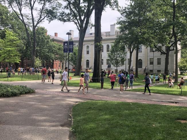 哈佛大學今秋學期開始執行新的錄取政策,要求教練提供所招收體育生的運動能力證明,以防欺詐行為。(記者劉晨懿之/攝影)