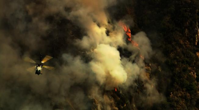 派立沙德斯野火。   (取自KTLA)