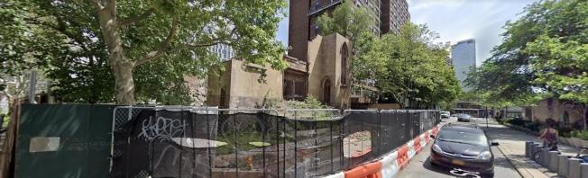 華策會老人公寓「康寧大廈」的延伸建築發生意外,造成一死一傷。(取自谷歌地圖)