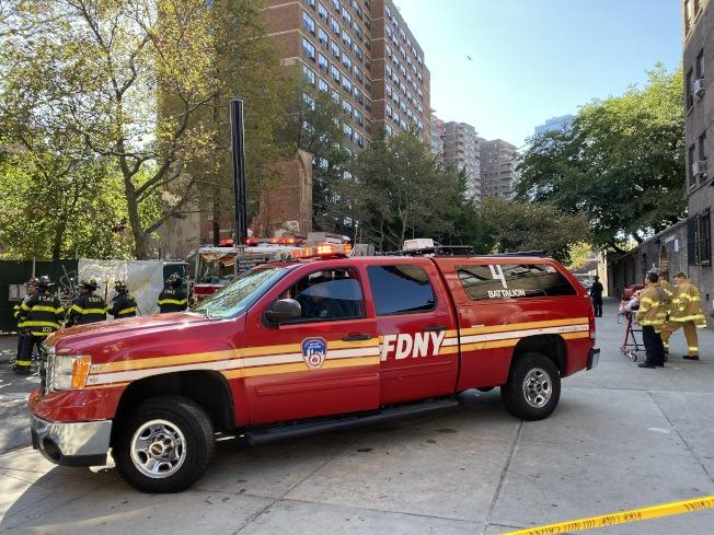 市消防局以及相關單位在現場排查險情。(記者張晨/攝影)
