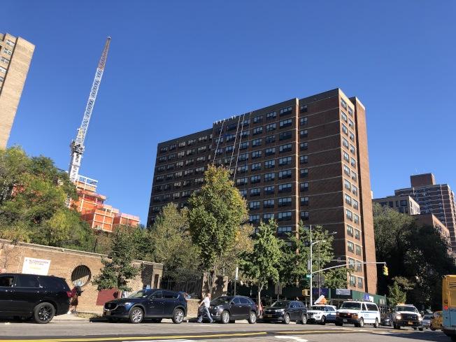 事故地點原計畫建造新樓,做為「康寧大廈」的延伸建築。(記者張晨/攝影)