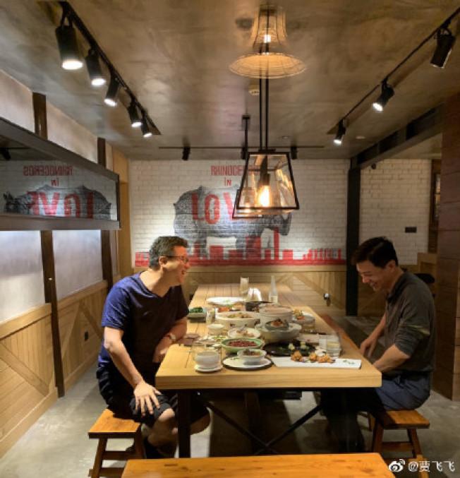 來到2019年,網友只拍到丁磊和李彥宏在飯局上。(取材自微博)