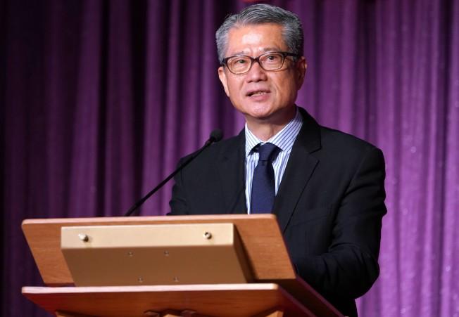 香港財政司司長陳茂波宣布第三批企業紓困措施。(中通社)